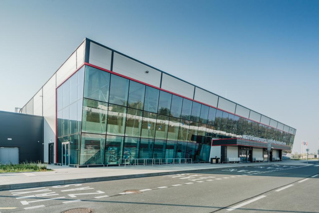 Letiště je naše Letiště vždy patřilo knedílné součásti našeho města. Navíc se svou civilní části se nyní Pardubice mohou řadit knemnoha městům, odkud můžete cestovat nejen na dovolenou, ale třeba i…